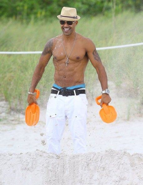 Shemar Moore Photos Photos - 'Criminal Minds' actor Shemar Moore having a good time at the beach hanging out with multiple women, meeting fans, and playing in the sand in Miami, Florida on July 6, 2014. Shemar has never been shy with all the attention, as he is often seen waving, flexing, and sometime blowing kisses to photographers! - Shemar Moore Hangs at the Beach
