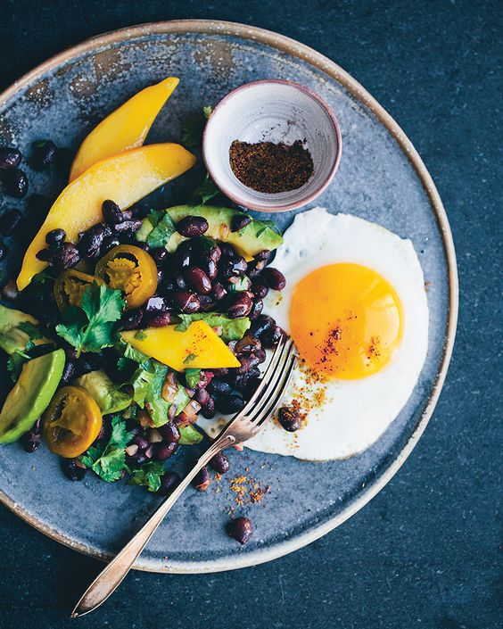 Mexican Breakfast Salad – A La Green Kitchen Stories. I made a variation of this with romaine lettuce. Husband really liked it.