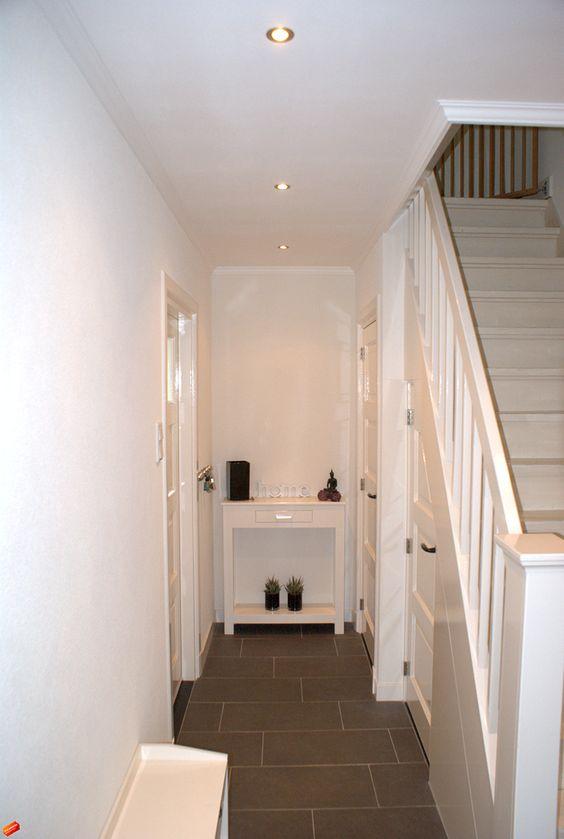 Indeling gang zowel meterkast als wc onder de trap liefst geen trap zichtbaar in de woonkamer - Trap in de woonkamer ...