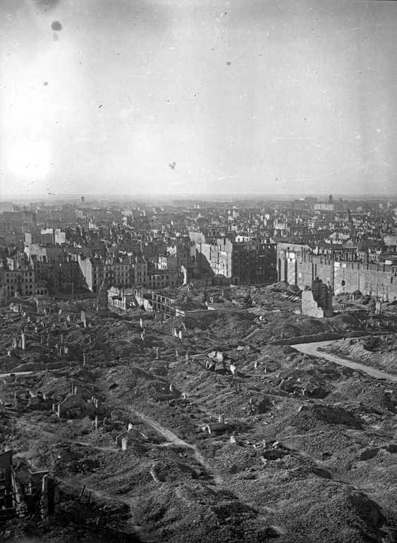 Warsaw after the uprising, 1945 - Imgur