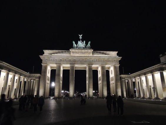 Berlin Brandeburg Gate #berlin  #loveberlin #visitberlin #germany #lovegermany #visitgermany #visitgermanyofficial #igberlin #igersberlin #iggermany #igdeutschland #loveeurope #eurotravellers #nikontop_ #nikonisti #nikond5500 #nikonistisuinstagram #nikonphotographers #nikonphotography by monicacavinato