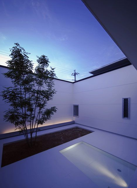 House with Tiny  Pool by Shunichiro Ninomiy