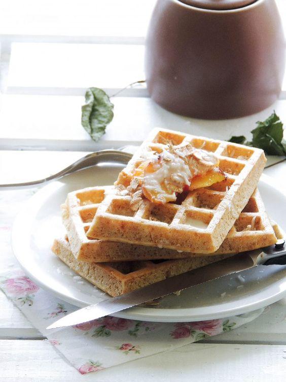 Waffle integrali con pesche , cocco e fiocchi di farro 5
