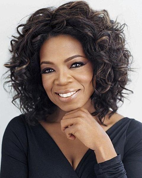 Oprah Winfrey (1954) é uma apresentadora de TV norte-americana, vencedora de diversos prêmios Emmy. Fez grande sucesso com o programa The Oprah Winfrey Show. Leia mais....