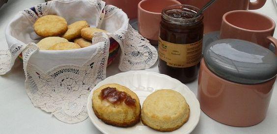 Receta de scones, tradicional acompañamiento inglés para la hora del té, en http://maldeadora.com/la-hora-del-te/