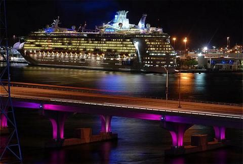 I want to get a job on a cruise ship next year.