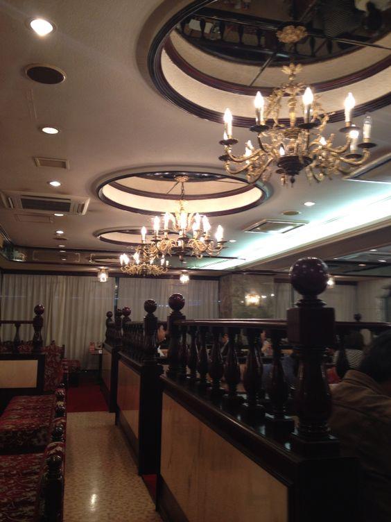 日暮里の ニュートーキョー 溢れ出る昭和感が凄い シャンデリア 天井 カフェ