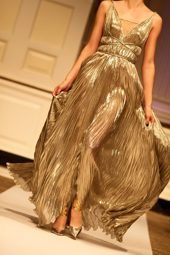 Oscar de la Renta. I love everything about this look. This grecian inspired gown never becomes dated!