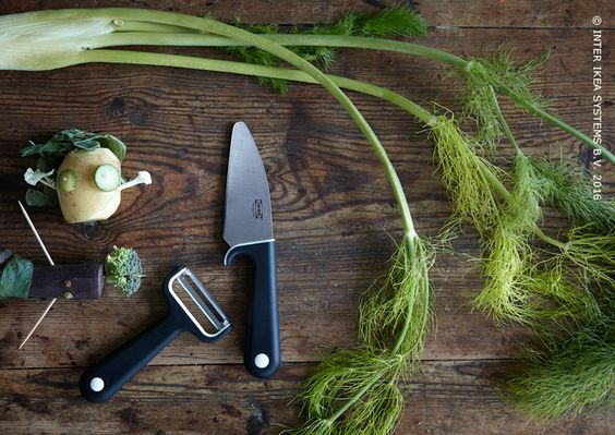 Messen en schilmesjes voor de allerkleinsten. Want samen kokkerellen is zoveel leuker. Keukenmes SMÅBIT #IKEABE