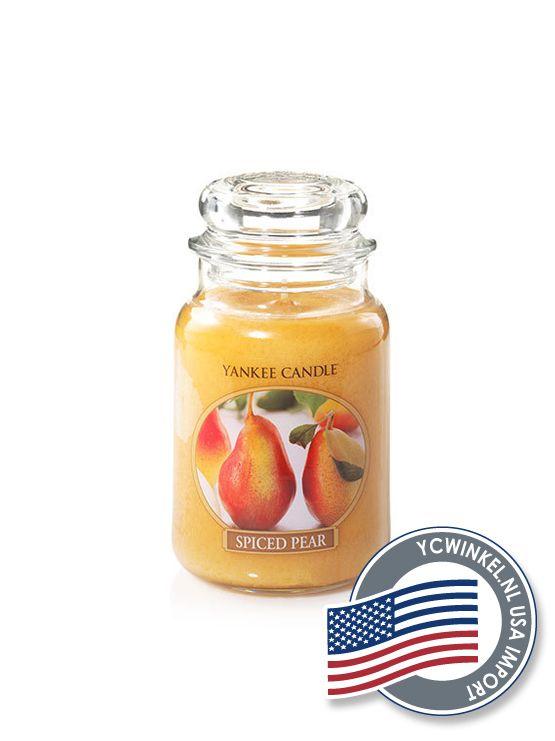 Yankee Candle Spiced Pear, een smakelijke mix van de geur van warme peren, kaneel, een vleugje nootmuskaat en vanille . Large Jar  De Yankee Large Jar heeft tot wel 150 branduren en worden geleverd in de kenmerkende klassieke glazen pot.  Deze Yankee Candle potten passen in ieder interieur.  Denkt u eraan om de lont kort (3 mm) te houden, hierdoor gaat de Yankee Candle kaars niet walmen en gaat hij langer mee!  USA Import  Dit Yankee Candle Product is geïmporteerd uit Amerika en daarom maar…