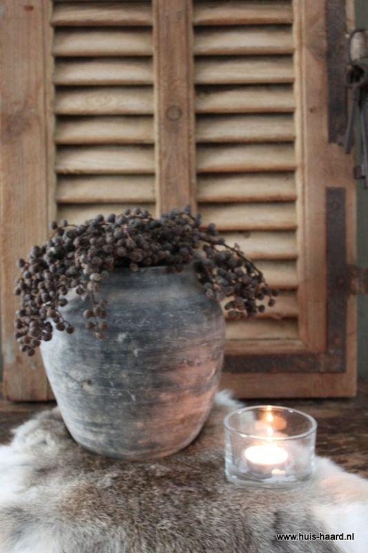Oud chinees kruikje s grijs nieuw binnen bij huis haard huis haard landelijke - Binnen houten huis ...