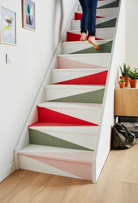 Effet papier plié pour escalier peint #escalier #idéesdéco