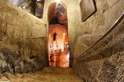 Church of the Holy Sepulchre Pictures - The place where Jesus was crucidied at Golgotha