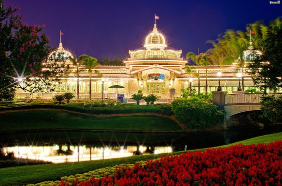 5 Indispensable Tips for Great Vacation Photos (Crystal Palace: A Buffet With Character by Tom Bricker (WDWFigment), via Flickr)