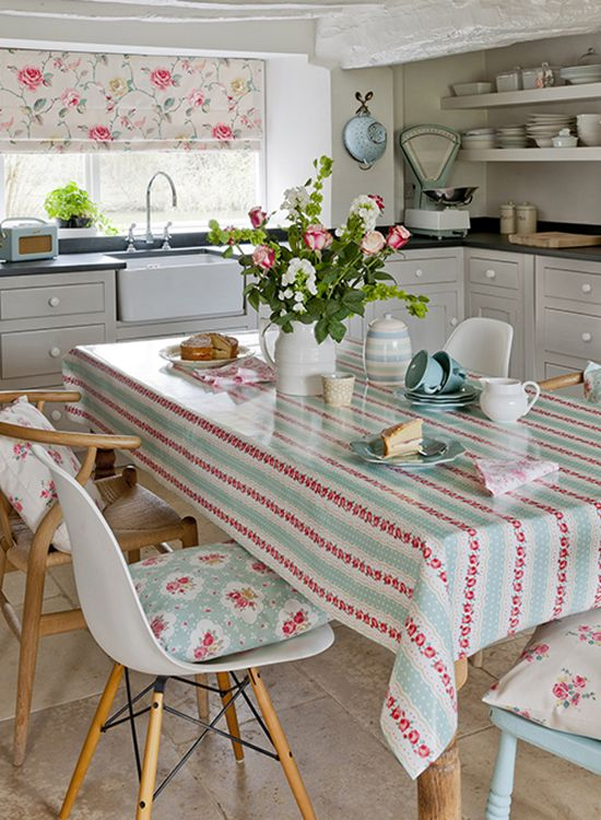 vintage+fabric+for+kitchems | Country room: vintage-style kitchen ...