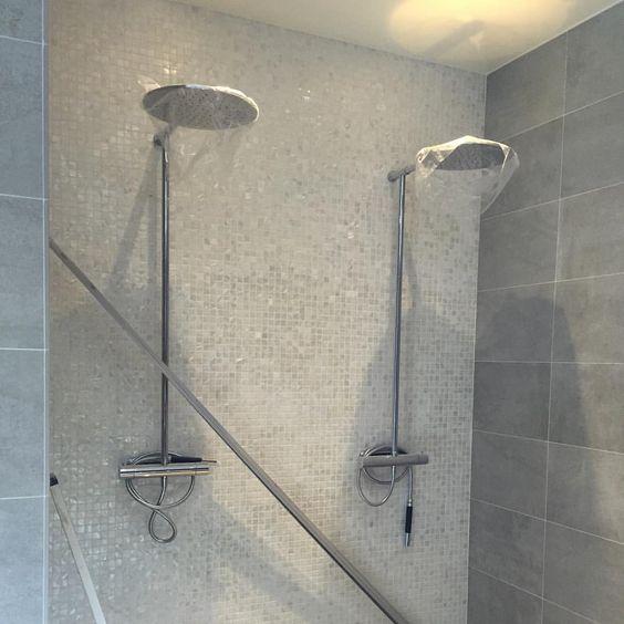 Nu är båda duscharna på plats! #dusch #spa #snartklart #pärlemor ...