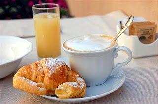 Brioches e cappuccino: colazione all'italiana!