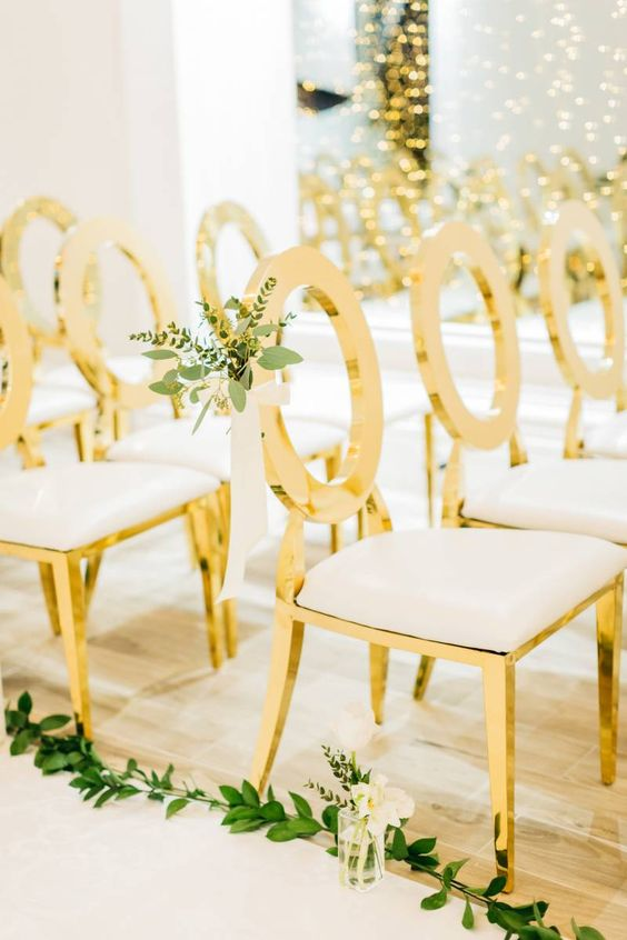 Astonishing Chair Decor to Beautifully Style up Your Wedding, 212e4caddf1f635021e68a88868cbc53