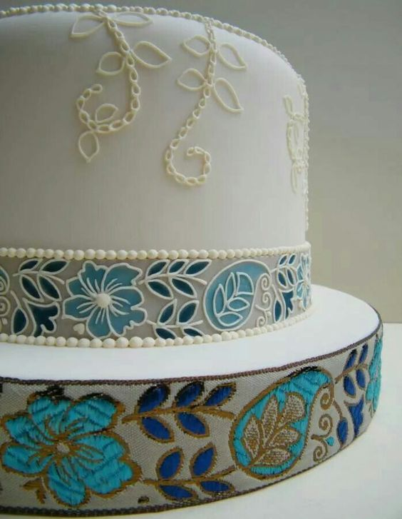 Embroidered cake. Love this stlye!