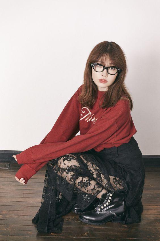 メガネを掛けたかわいい小嶋陽菜