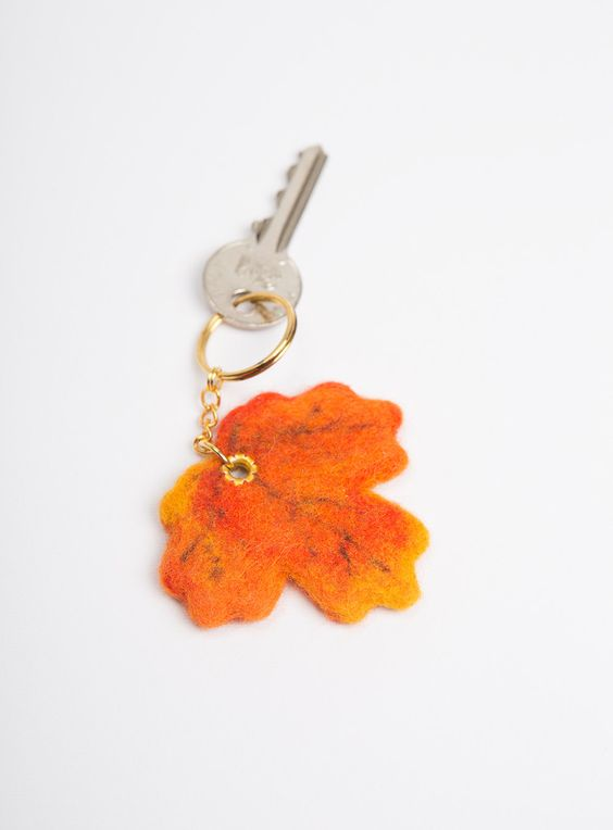 Wool Needle Felted Keychain Bag Charm with Orange Yellow Fall Maple Tree Leaf  Golden Key Ring Christmas Present Gift door LigaKandele op Etsy https://www.etsy.com/nl/listing/162621428/wool-needle-felted-keychain-bag-charm