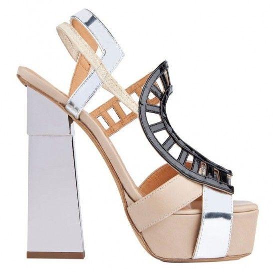 Dalla collezione primavera estate 2013 di scarpe Aperlai, sandali scultura in pelle