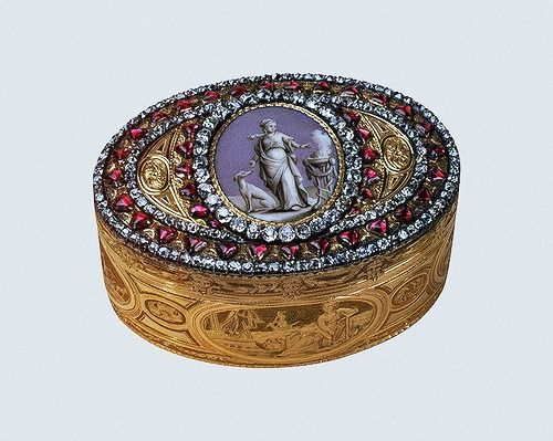 Snuffbox with allegorical image of Catherine II. Gold, silver, diamonds, garnets, enamel, embossing, engraving, pouncing, polishing, painting. Lang, Alexander. Russia. St. Petersburg. 1776