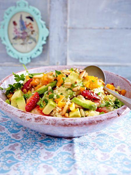 Couscoussalat mit Avocado und Erdbeeren
