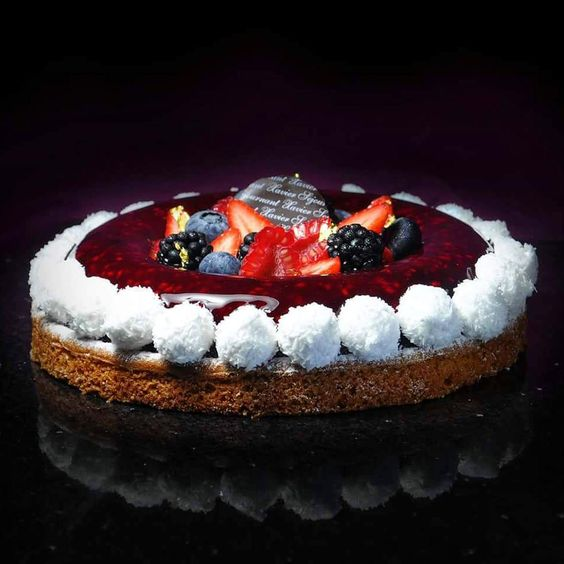 Tarte Vanille Fruits Rouges  #patisserie #cake #entremet #tarte#food #gourmands #glacage #instalike #instamood #pastry #vanille #rasperry #guimauve #gourmand #chefstalk #fresh
