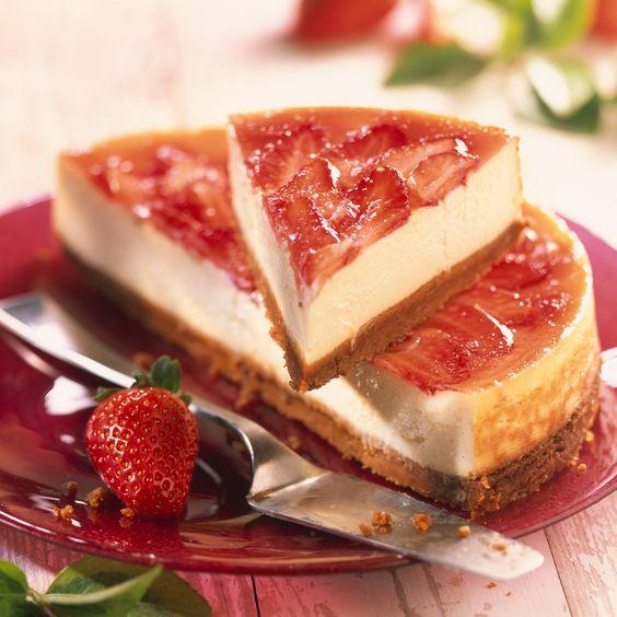 Découvrez la recette cheese-cake aux spéculoos et aux fraises sur Cuisine-actuelle.fr.