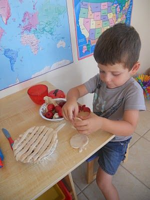 Make apple pies with cinnamon scented play dough