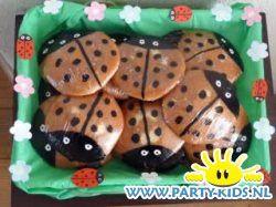 lieveheersbeestjes van eierkoek - Traktatie snoep, Traktaties - En nog veel meer traktaties, spelletjes, uitnodigingen en versieringen voor je verjaardag of kinderfeest op Party-Kids.nl