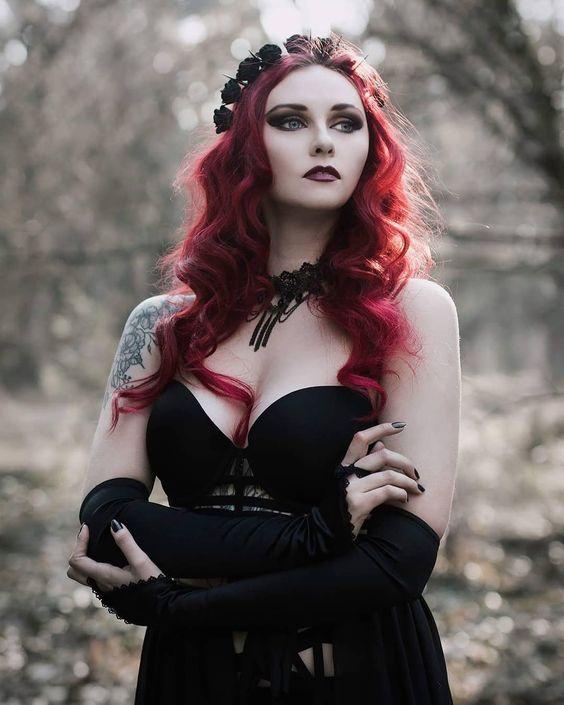Model: RevenaPhoto: @GoldfinchWelcome to Gothic and Amazing |www.gothicandamazing.com
