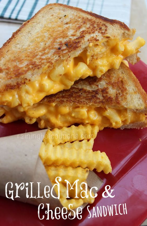 Grilled Mac & Cheese Sandwich this is so wrong but looks so good: