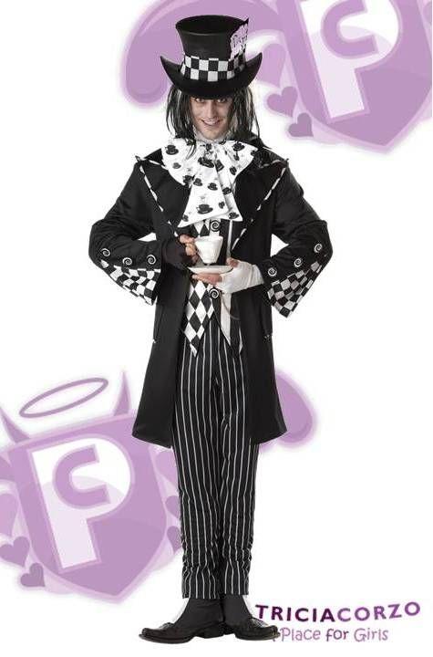 Traje de Sombrerero Loco - Alicia en el Pais de las Maravillas, incluye la chaqueta de lujo con detalles a cuadros blanco y negro y botones de remolino, el chaleco a cuadros y rayas, pantalón a rayas, sombrero de copa, peto - corbatin con pajarita impresos, las cubiertas de zapatos y guantes sin dedos en Blanco y Negro. Talla M (38-40) Talla L (42-44).