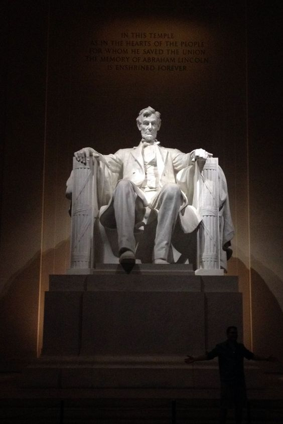 Abraham Lincoln Monument, Washington D.C. The Lincoln Memorial is an American national monument built to honor the 16th President of the United States, Abraham Lincoln. It is located on the National Mall in Washington, D.C., across from the Washington Monument.: