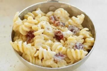 Bacon Swiss Mac and Cheese! http://www.yummly.com/blog/2012/09/bacon-swiss-macaroni-and-cheese/
