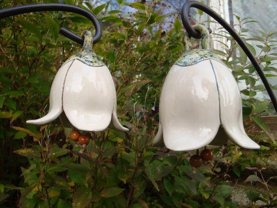 White ceramic garden flowers! Fensterschmuck - 2 zarte Schneeglöckchen Keramik creme-weiß - ein Designerstück von GlockenToenerei bei DaWanda