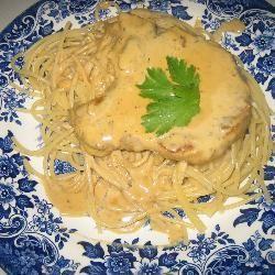 Karbonades met appel-mosterdsaus: ipv wijn appelsap en wat bouillon gebruiken. Crème Fraiche kan worden vervangen door slagroom.