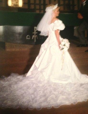 $ 250.00 - Wedding dress;