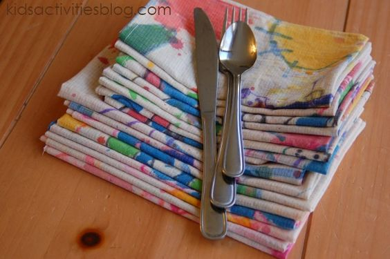 Super cute cloth table napkins! They used a huge piece of linen and the kids painted all over it with Elmers markers then cut up.  Heat set in the dryer.  Great tutorial!!