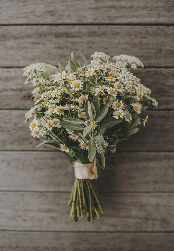 Hoy en el blog damos la bienvenida a marzo con flores!!! http://www.unabodaoriginal.es/blog/de-la-cabeza-a-los-pies/ramos-de-novia/ramos-de-margaritas RAMOS DE MARGARITAS ramo-de-margaritas
