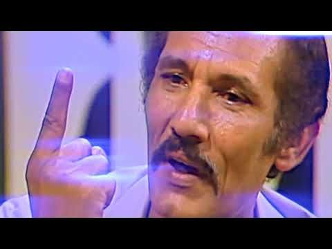 اتعرف ما معنى الكلمه إلقاء عبقرى من الفنان عبدلله غيث Youtube Peace Gesture Peace Okay Gesture