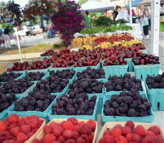 Michigan City Indiana farmers market berries via Gardenista