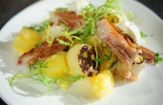 Aardappelsalade met geroosterde prei, gerookte makreel en citrusvinaigrette