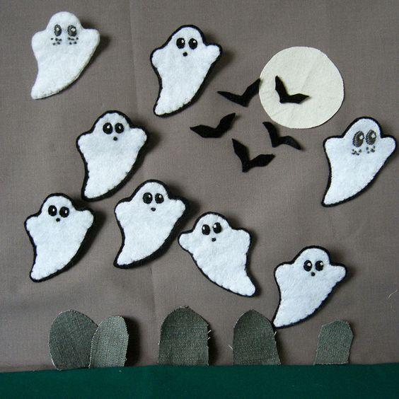 Little Ghostie badges by Stitcher Scribbler, via Flickr