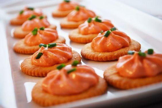 Pour passer un bon Entrées, nous vous proposons une recette de Mousse de saumon . recette de cuisine, facile et rapide, par Les gourmands mediterraneens