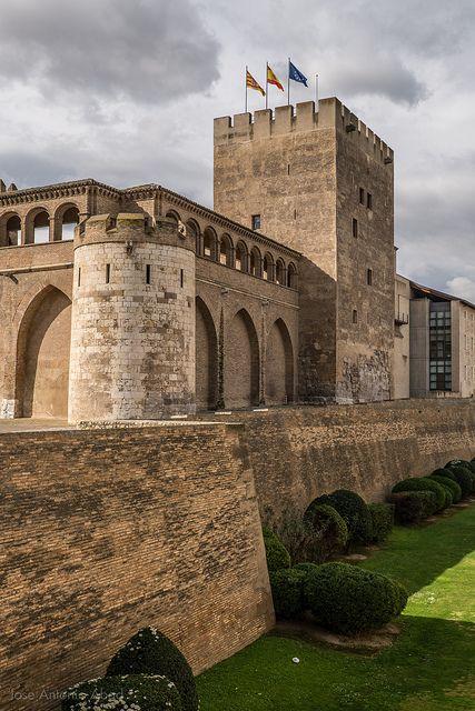 Torre del Trovador, Palacio de la Aljafería by Jose Antonio Abad, via Flickr