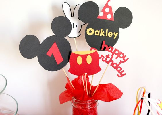 Mickey mouse table centre piece www.thepamperedmum.com