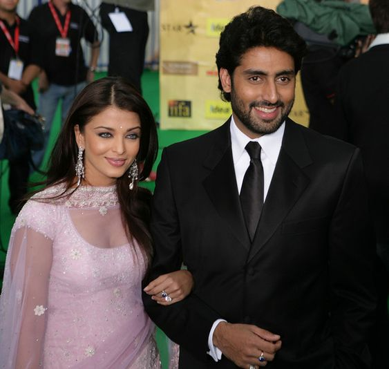 Aishwarya Rai Photos - Bollywood actor Abhishek Bachchan and his wife Aishwarya Rai arrive at the International Indian Film Academy Awards (IIFAs) at the Sheffield Hallam Arena on June 9, 2007 in Sheffield, England. - The 2007 IIFA Awards Ceremony